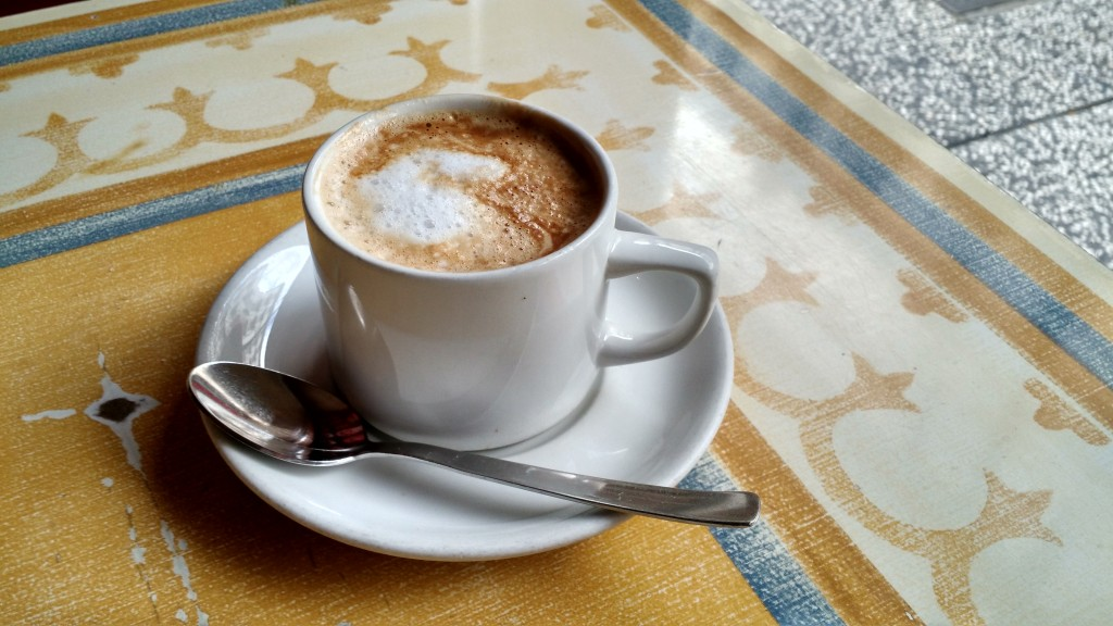 cafe con leche cafe colonial zaragoza spain españa coffee with milk