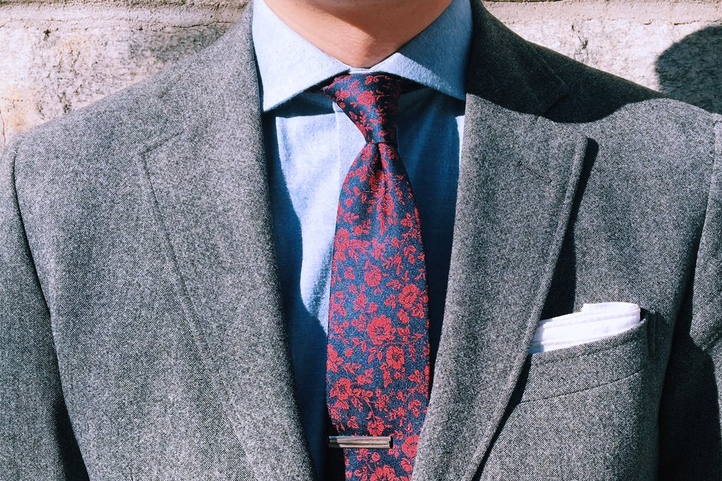 Colombian men are fond of unusually large tie knots girls in i dont know what the colombian guys here are using it could be a windsor fun fact the duke of windsor after whom it is named never actually wore it and ccuart Images